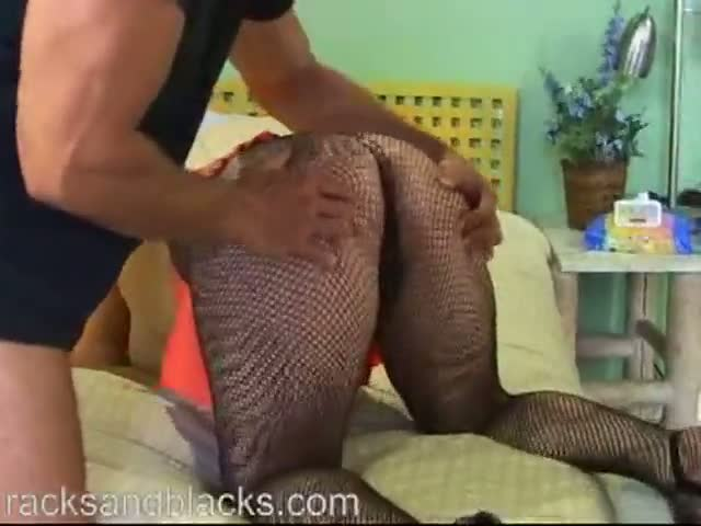 Large Amateur Titty Fucks In Pantyhose